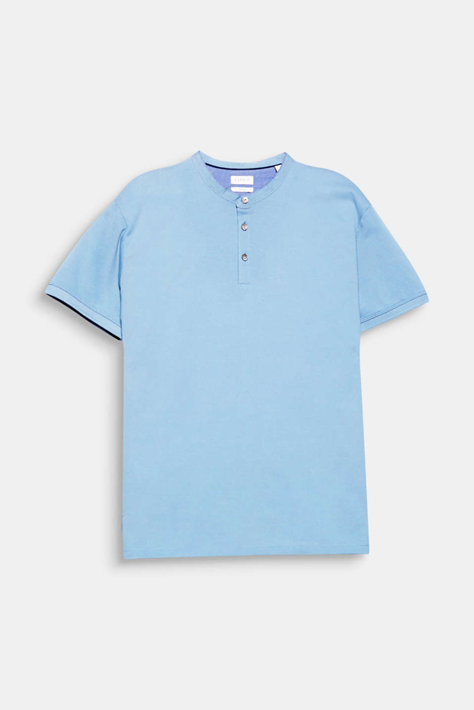 The fine chambray piping on the narrow stand-up collar gives this polo shirt a fine, detailed finish.