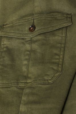 Shaping jeans with cargo pockets