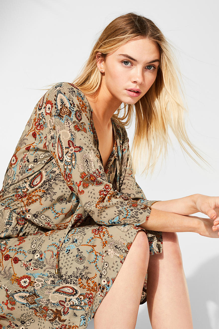Flowing dress with an all-over print