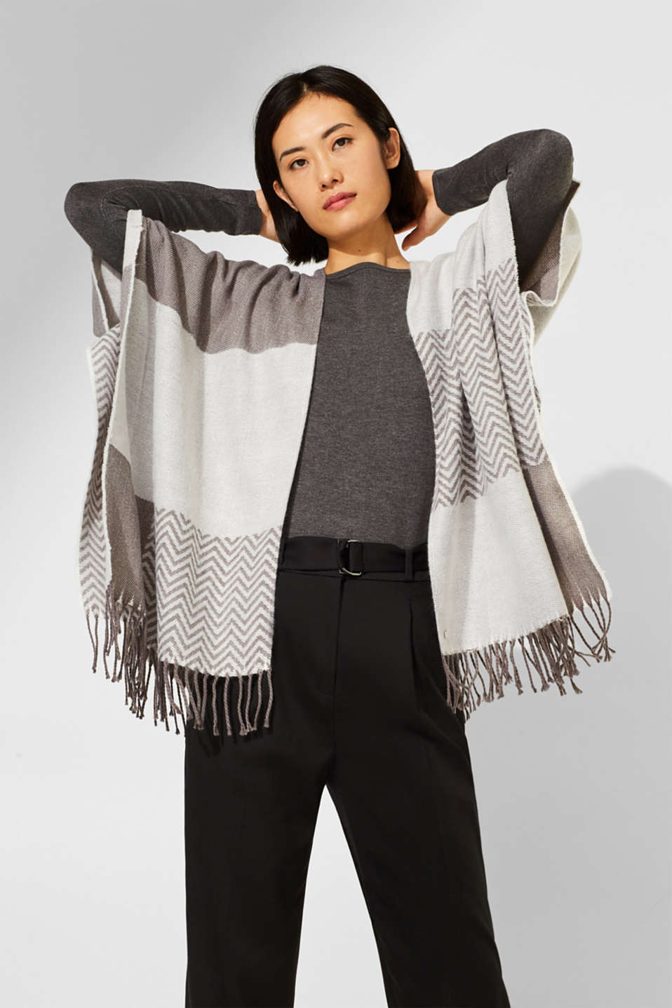 Esprit - Poncho with a zigzag pattern