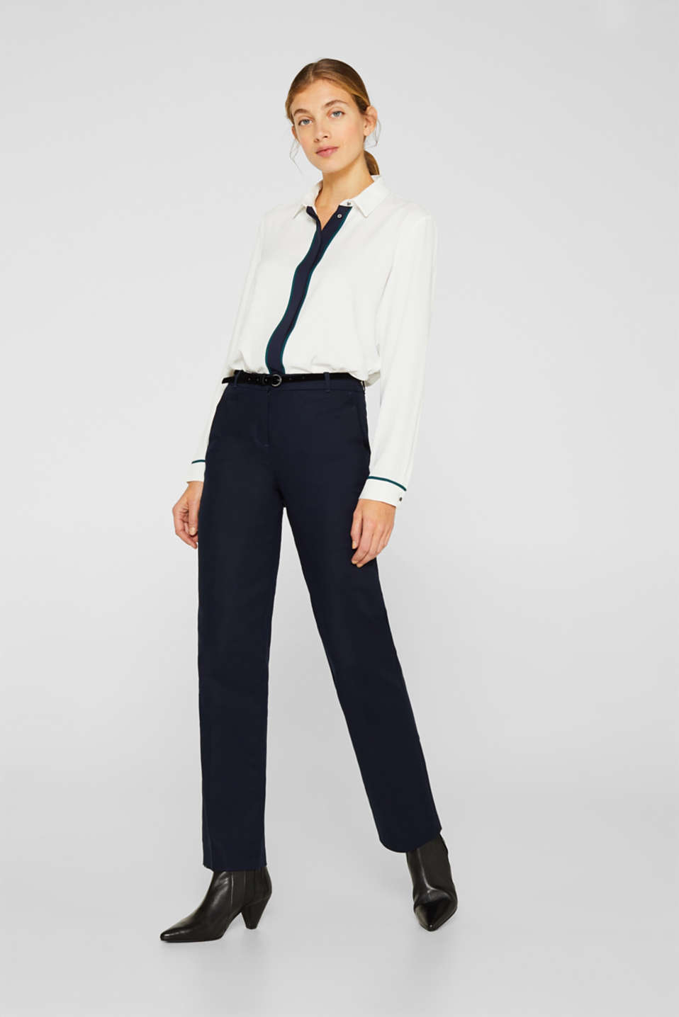 Esprit - Stretch trousers with a velvet belt