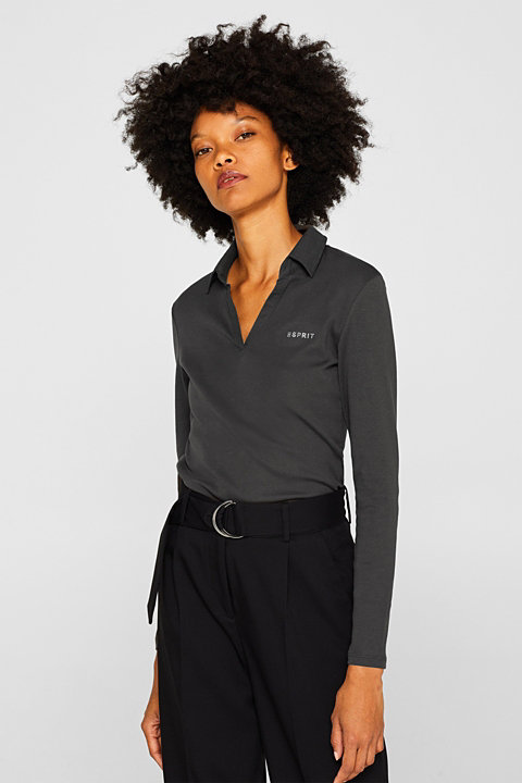 Long sleeve top with a fabric collar