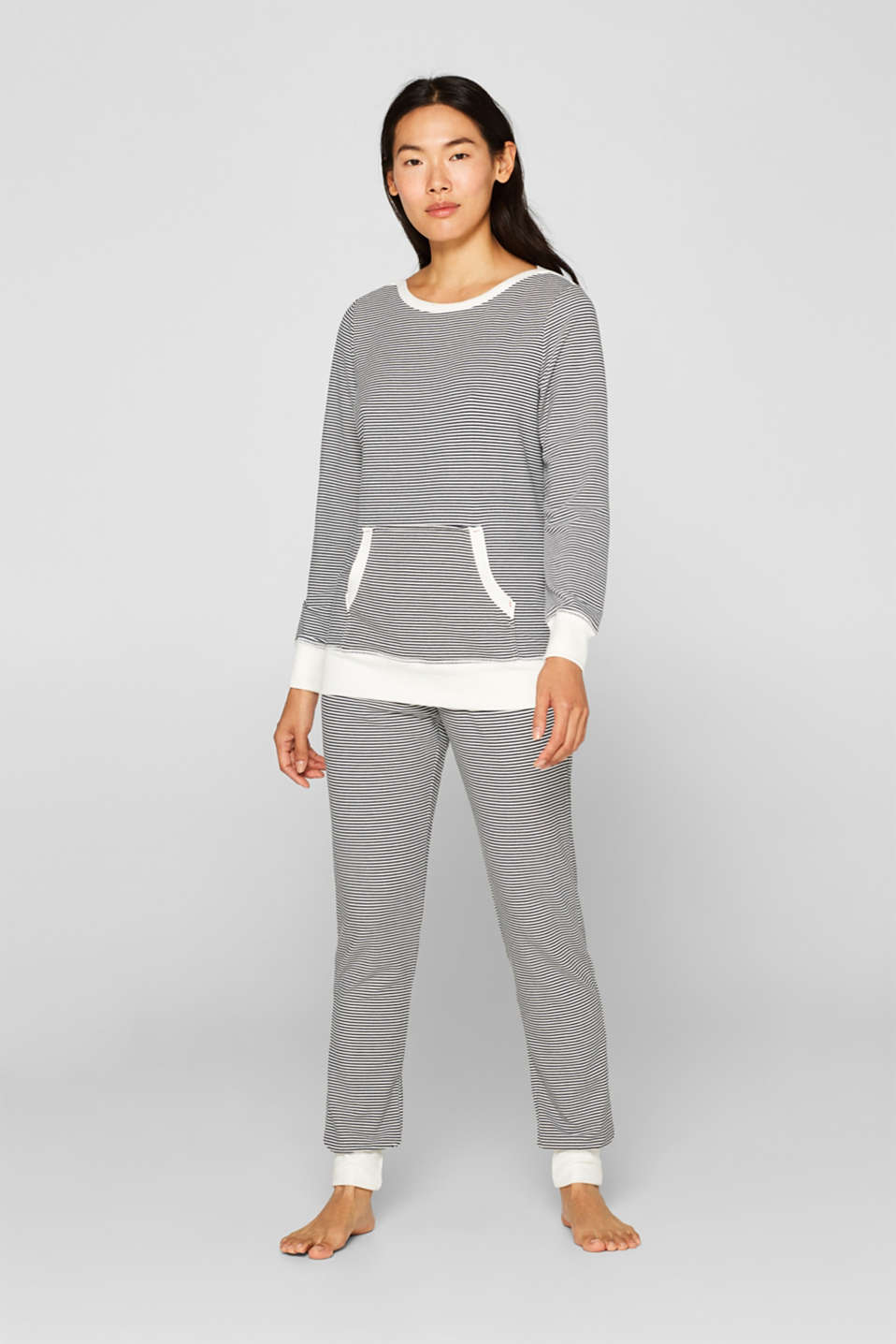Stretch long sleeve top with a kangaroo pocket