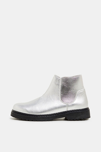 Ankle boot with stretch insert