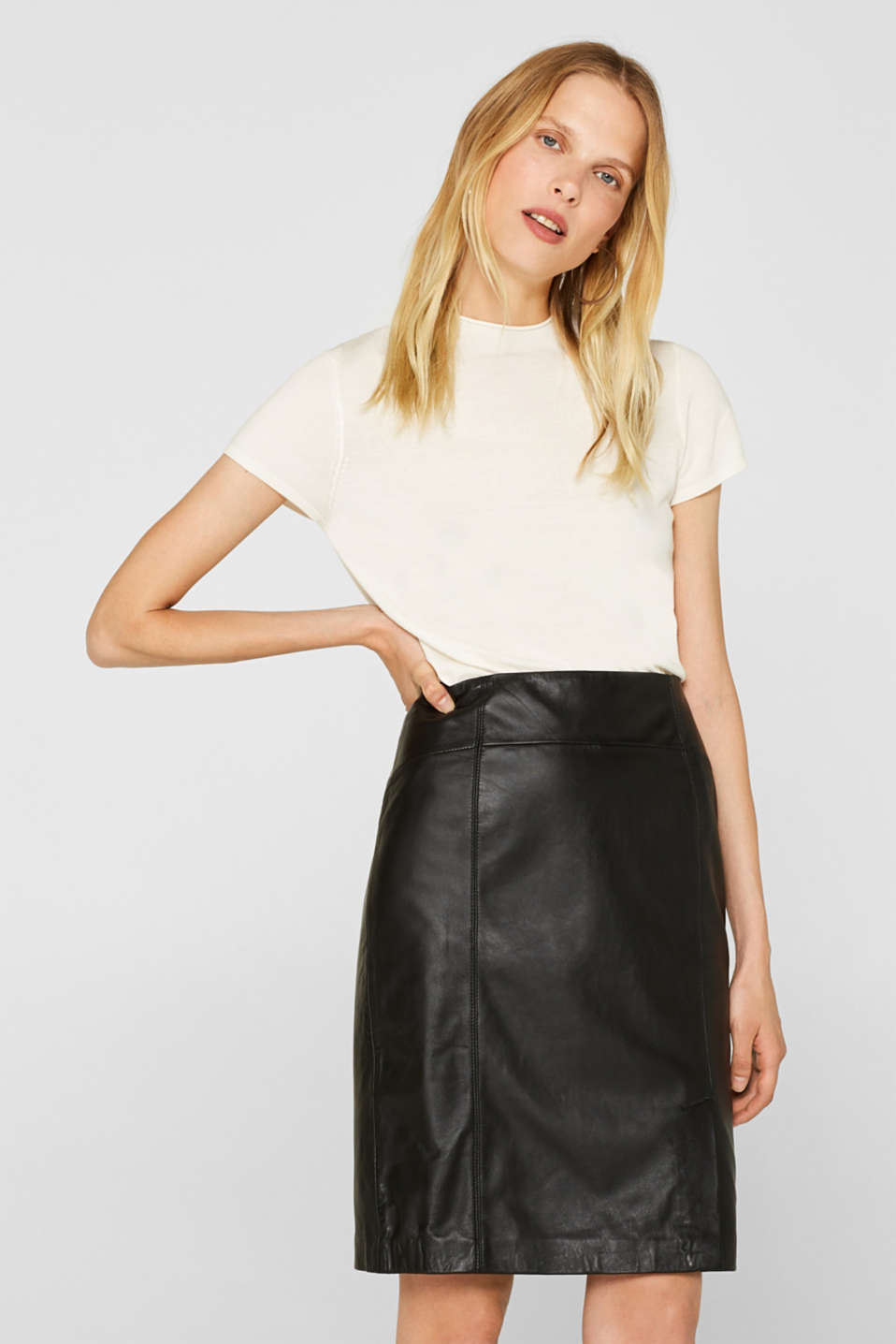 Esprit - Made of leather: Pencil skirt with a lateral slit on the side