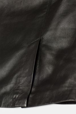 Made of leather: Pencil skirt with a lateral slit on the side