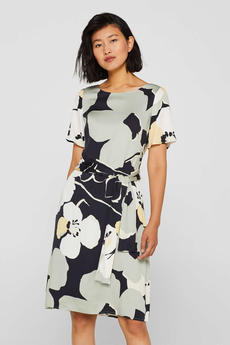 Esprit - Dress with a floral print and a tie-around belt