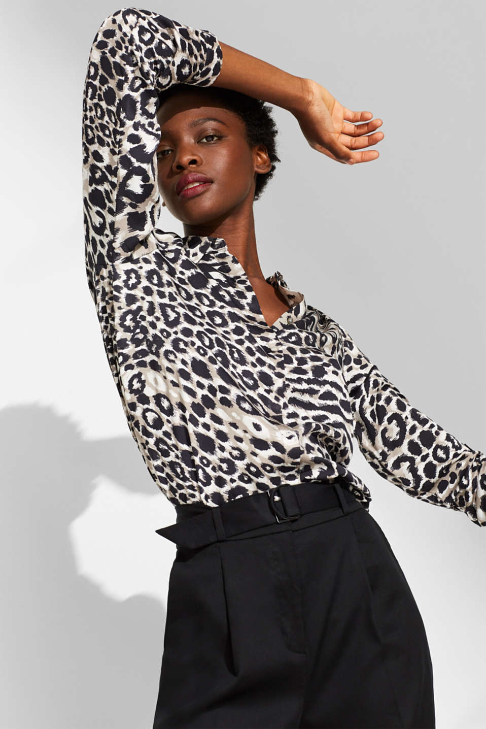 Esprit - Shirt blouse with a new leopard print