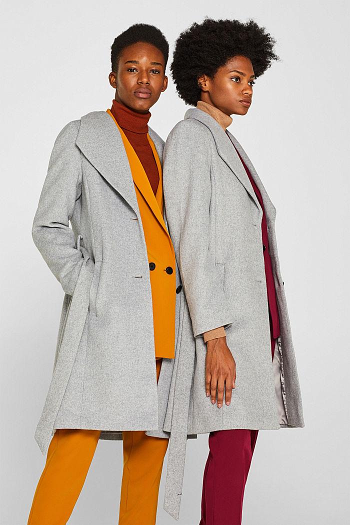 Mit Wolle: Mantel mit Spaten-Kragen