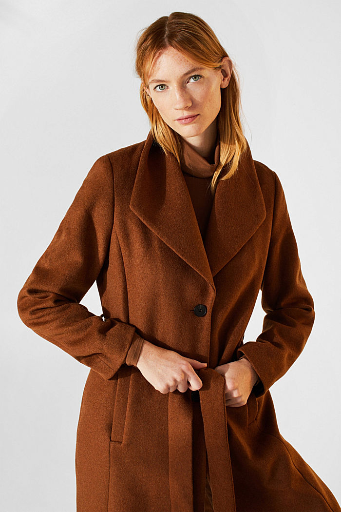 Wool blend: coat with a spade collar