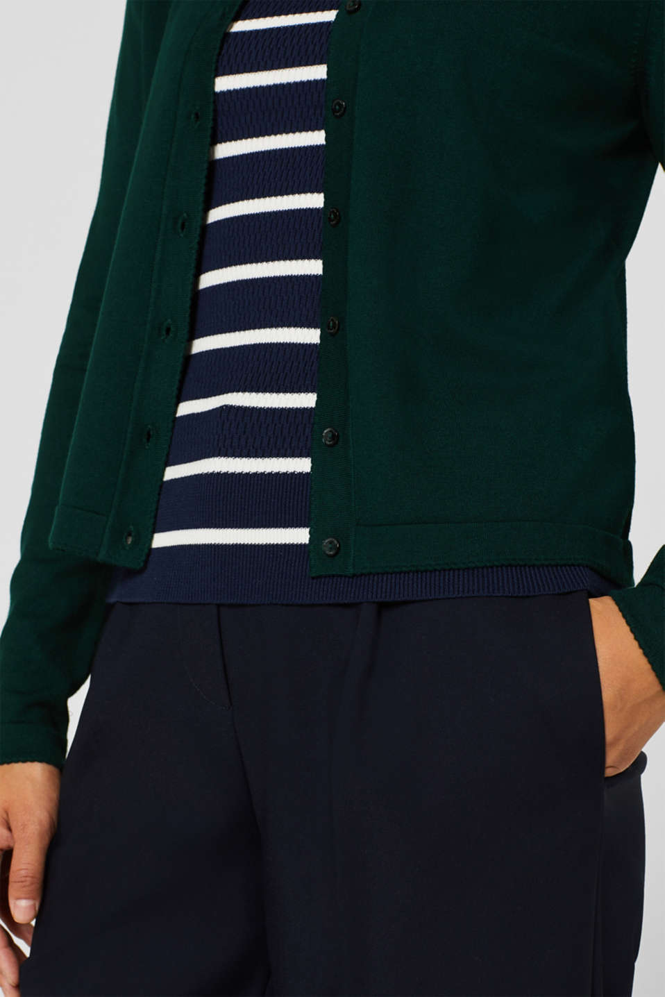 Fine knit cardigan with LENZING™ ECOVERO, BOTTLE GREEN, detail image number 2