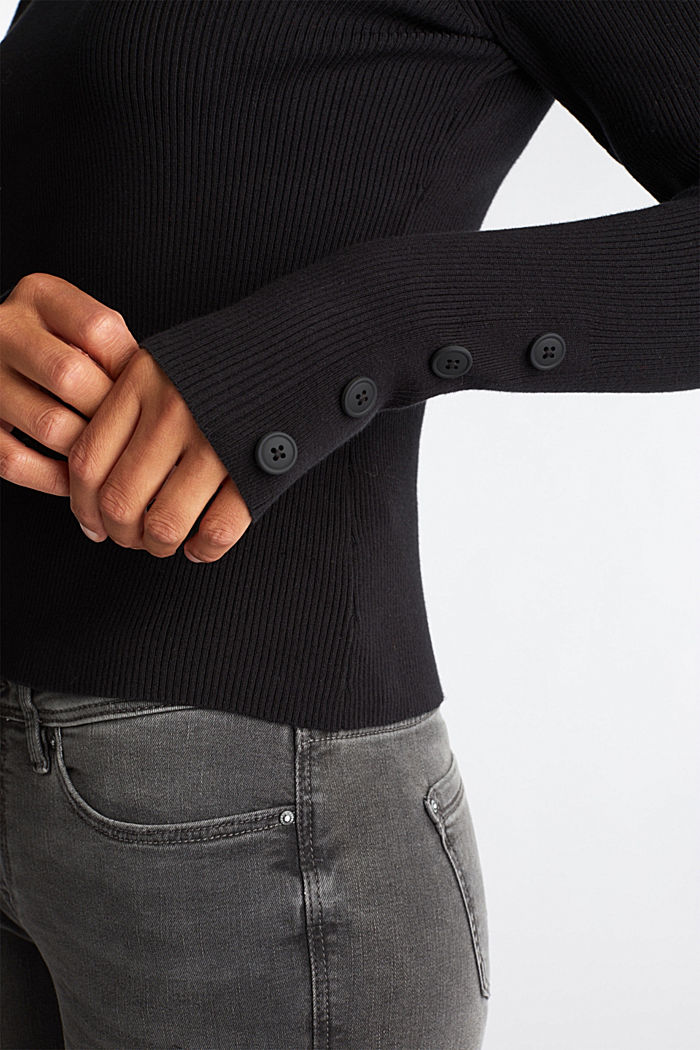 Jumper with a stand-up collar and organic cotton