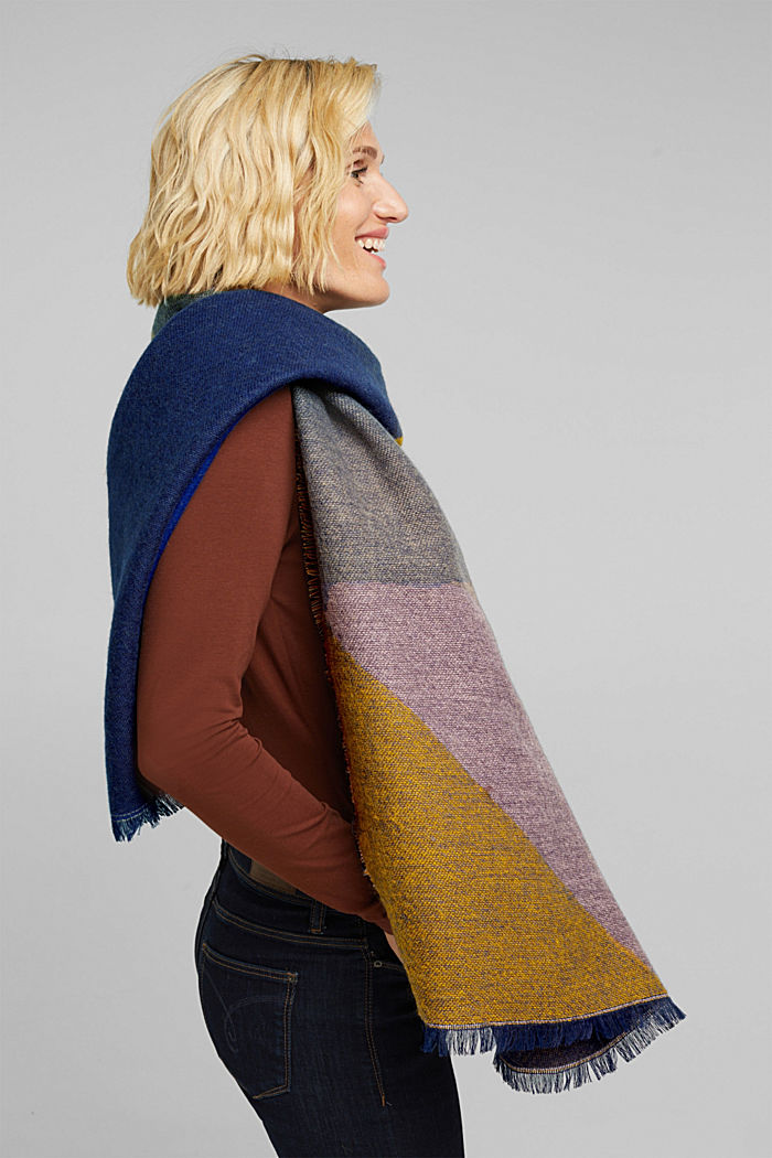 Recycled: scarf with colour blocking