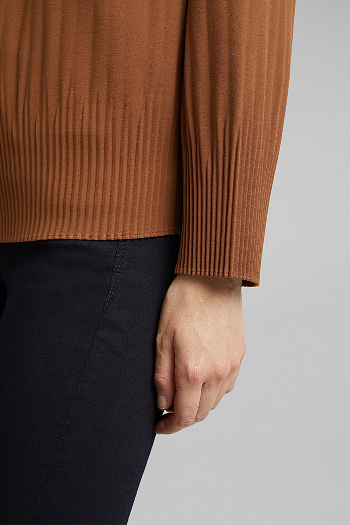 RECYCLED: modern blouse with pleats, TOFFEE, detail image number 2