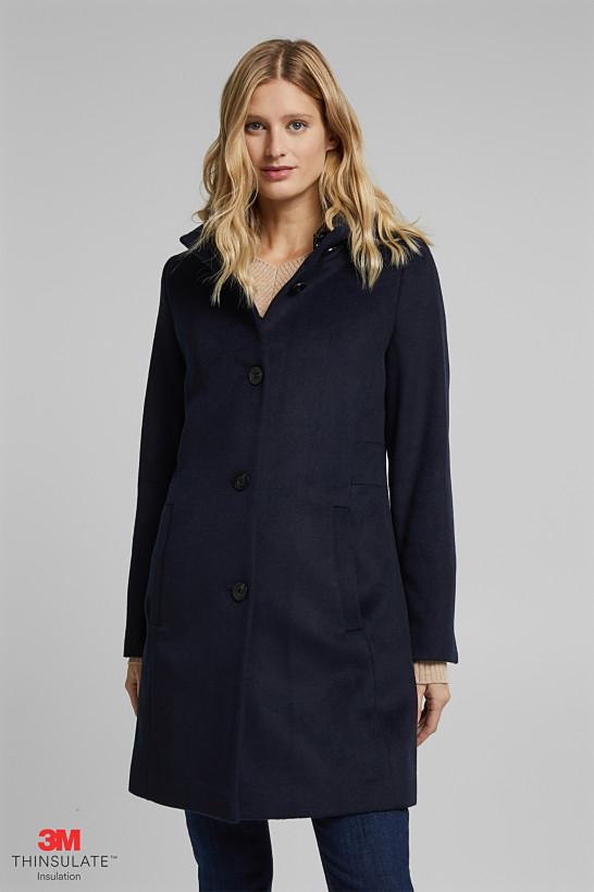 Z wełną: płaszcz z pikowanym kapturem
