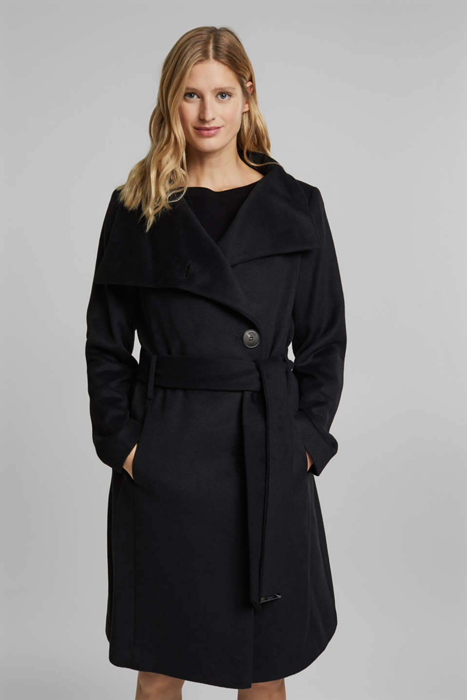 Esprit - With wool: fitted coat with a belt