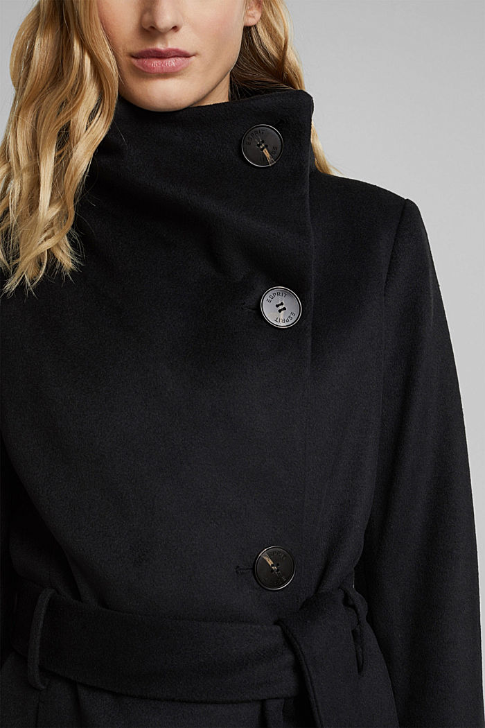 With wool: fitted coat with a belt