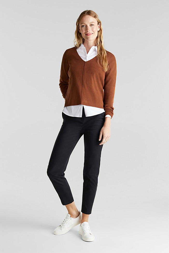 LENZING™ ECOVERO™ jumper with a V-neck, TOFFEE, detail image number 1