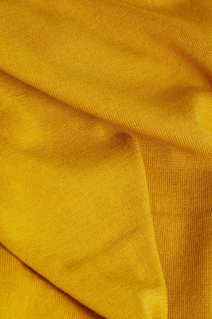 Made of 100% merino wool: crewneck jumper, BRASS YELLOW, detail image number 4