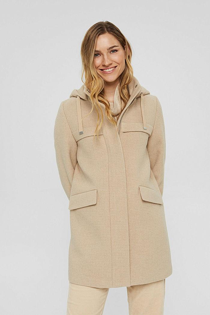 Aus recyceltem Woll-Mix: Mantel mit Waffelstruktur