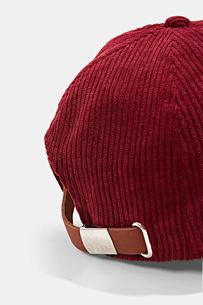 Casquette de base-ball ornée d'un patch en velours côtelé, BORDEAUX RED, detail image number 1