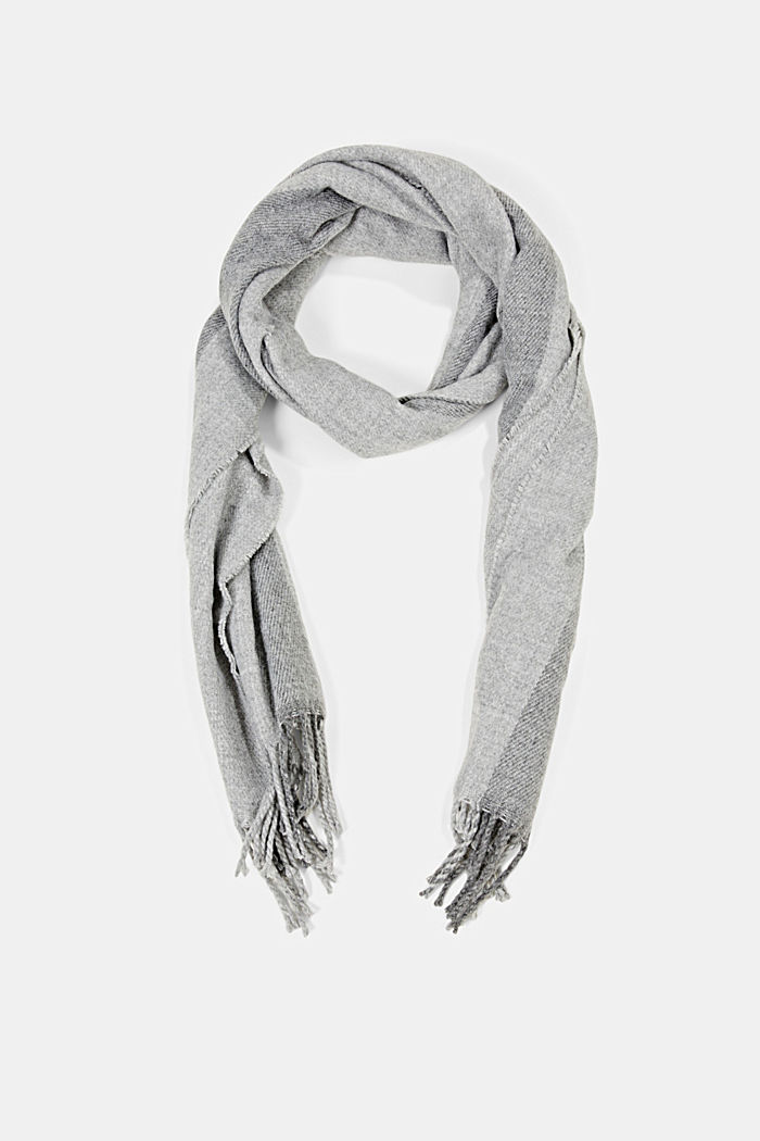 Woven scarf with stripes made with recycled material