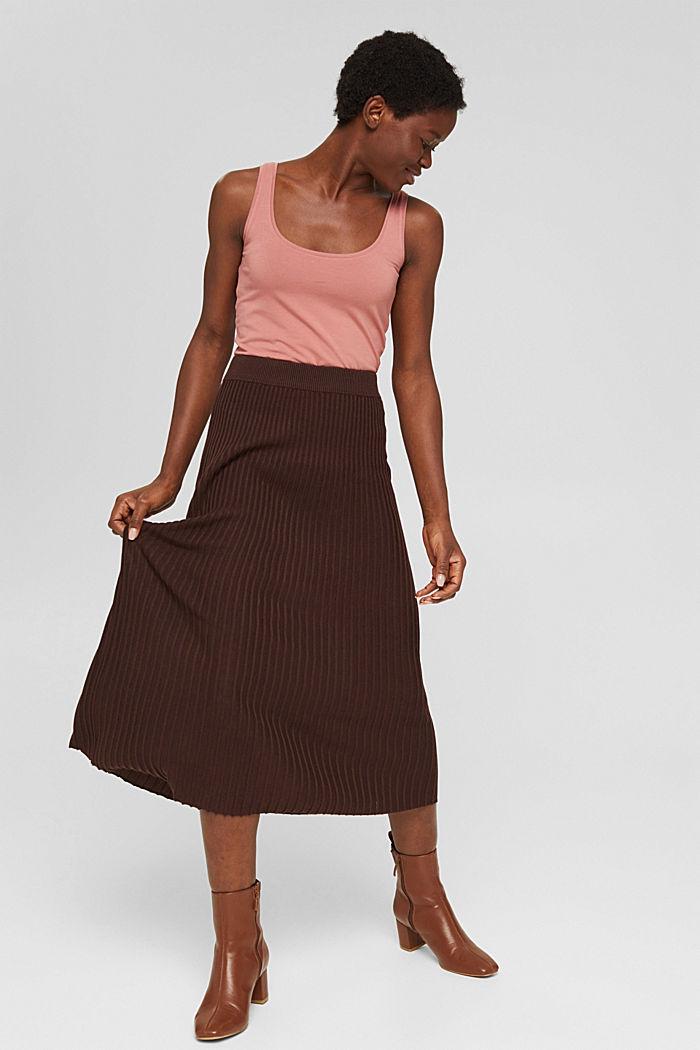En matière recyclée: la jupe maxi longueur à la texture côtelée