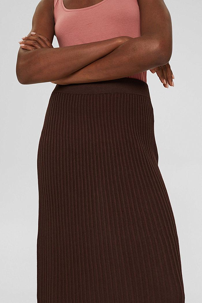 En matière recyclée: la jupe maxi longueur à la texture côtelée, RUST BROWN, detail image number 2