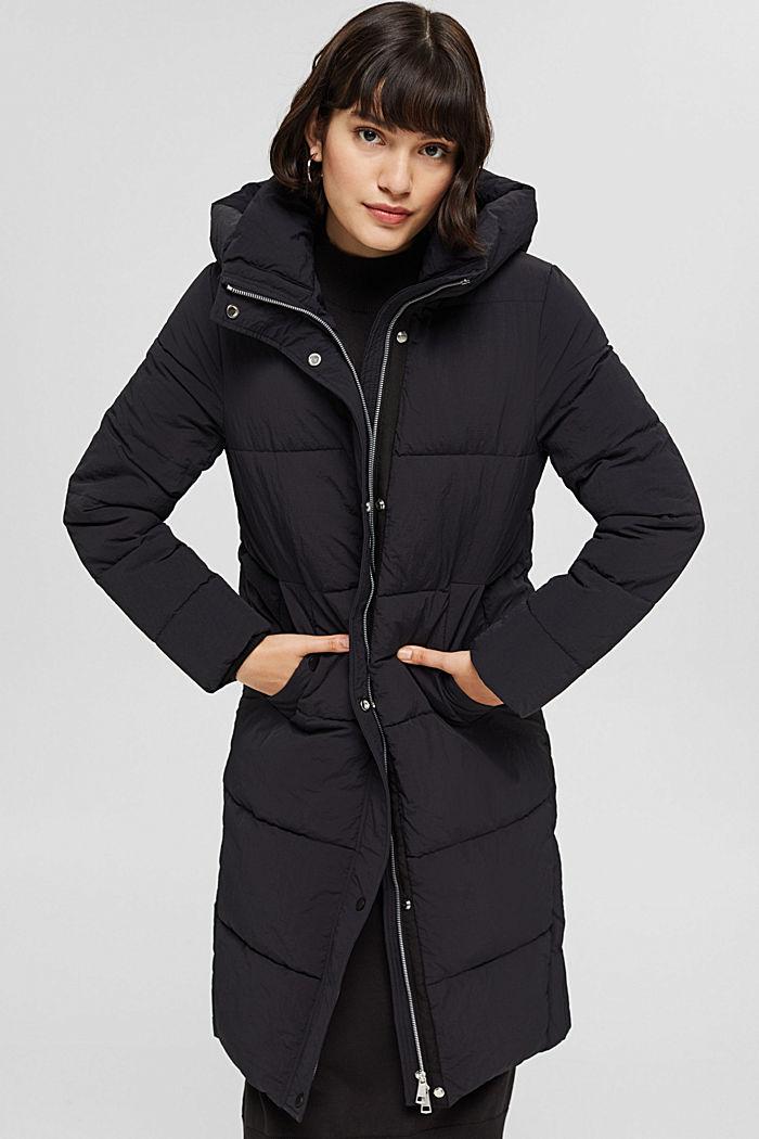 En matière recyclée: le manteau matelassé texturé