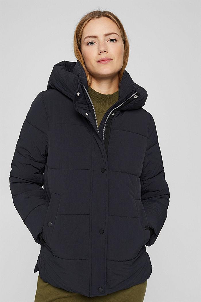 En matière recyclée: la veste matelassée froissée à capuche, BLACK, detail image number 0
