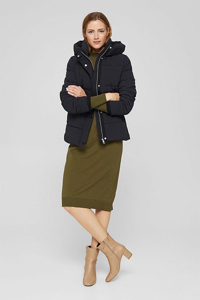 En matière recyclée: la veste matelassée froissée à capuche, BLACK, detail image number 1