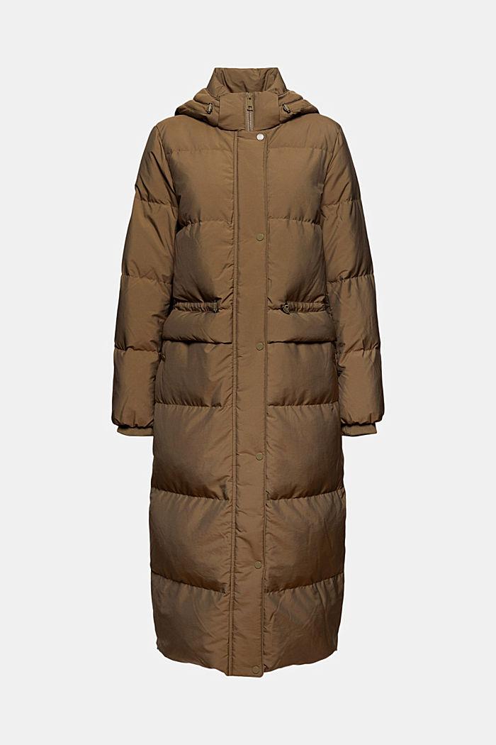 En matière recyclée: le manteau matelassé garni de duvet