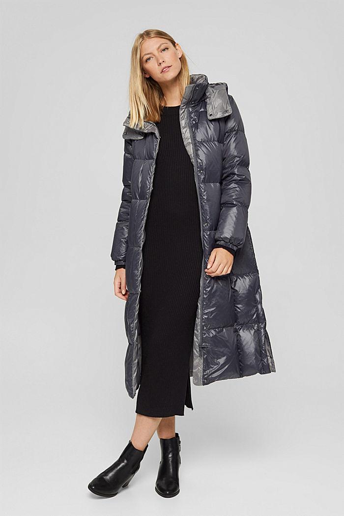 Glanzende gewatteerde mantel met gerecycled dons