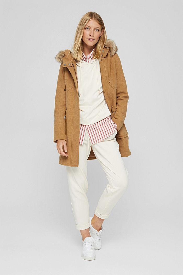 Mit Wolle: Mantel mit Webfell-Kapuze