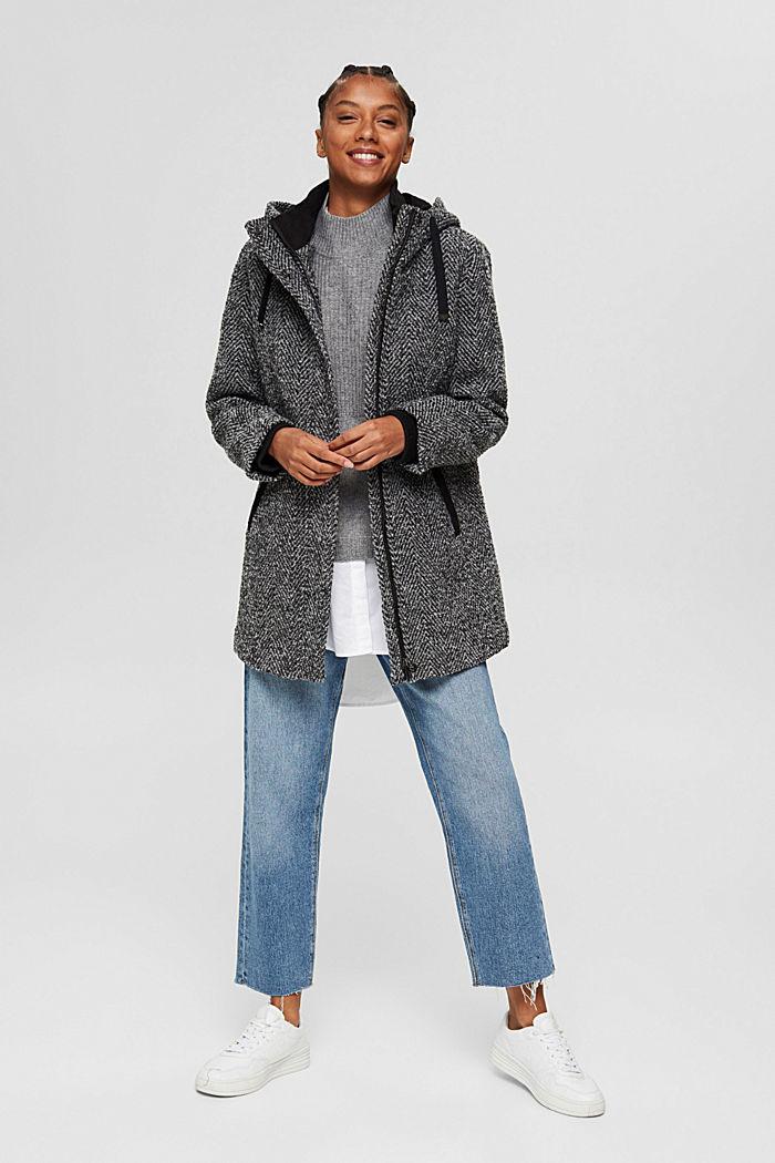À teneur en laine recyclée: le manteau à chevrons à capuche