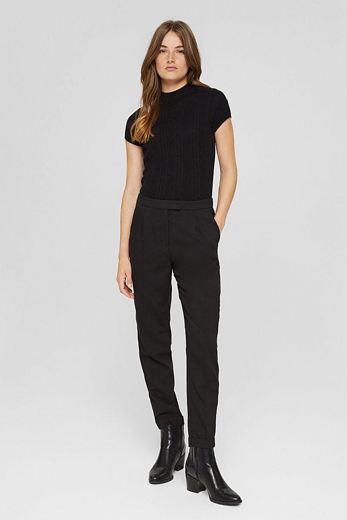 Pantalon taille haute doux au toucher, agrémenté de plis de repassage permanents