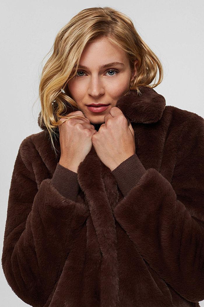 Gerecycled: heerlijk zachte mantel van imitatiebont, DARK BROWN, detail image number 6