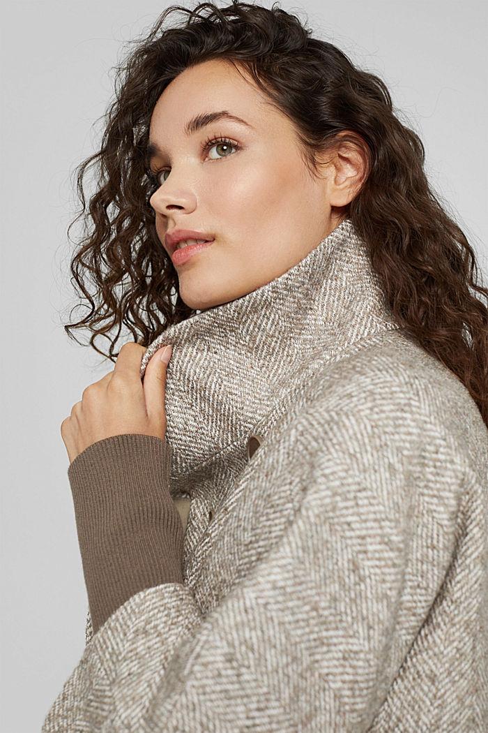 À teneur en laine: le col droit à bordures en maille