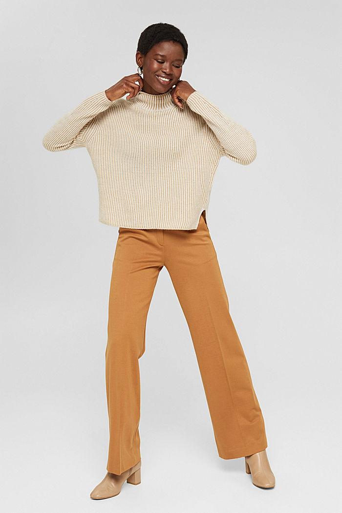 En laine mélangée: le pull-over côtelé au look bicolore