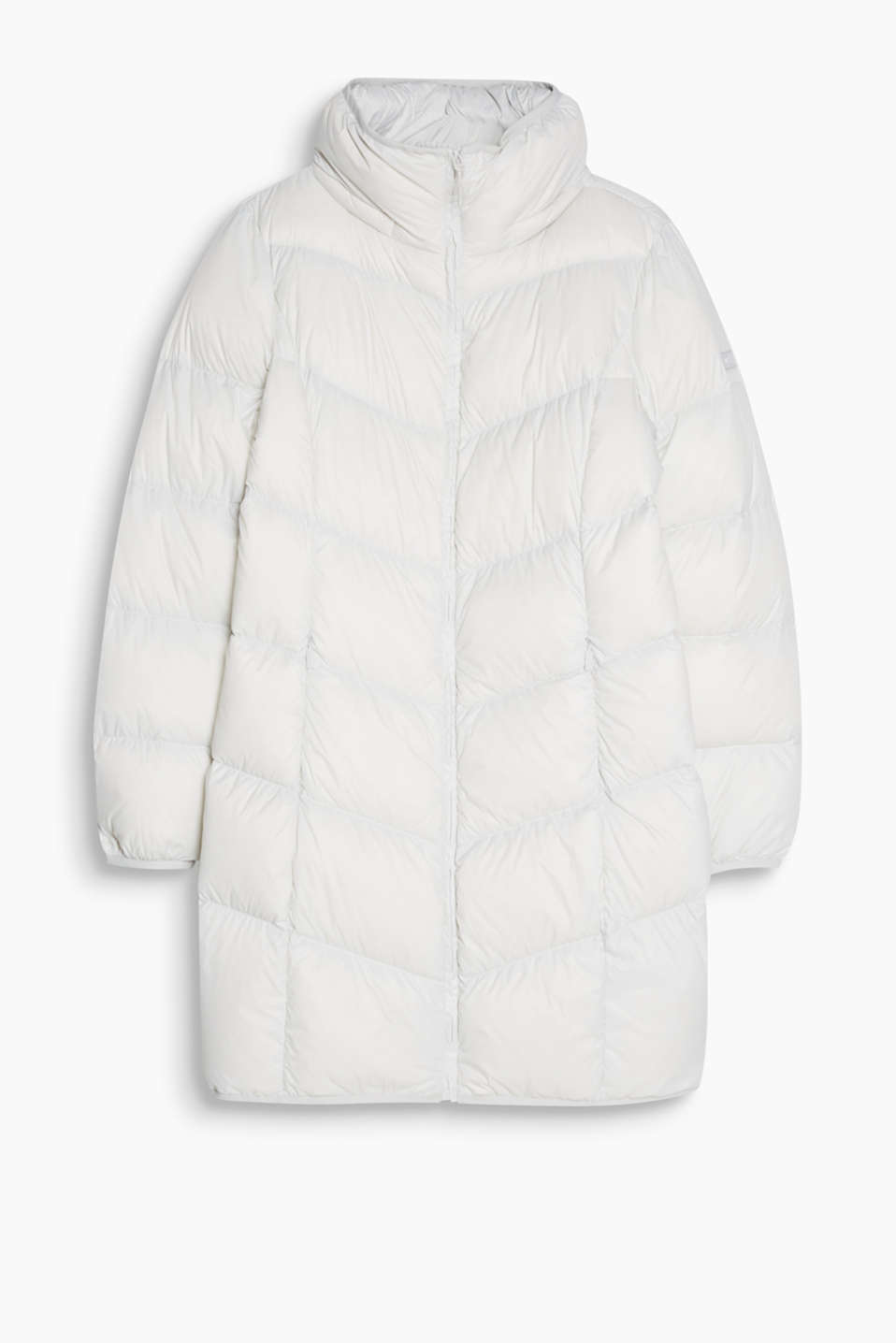 Super soft and extremely lightweight quilted coat with an adjustable hood and RDS-certified down-feather filling.