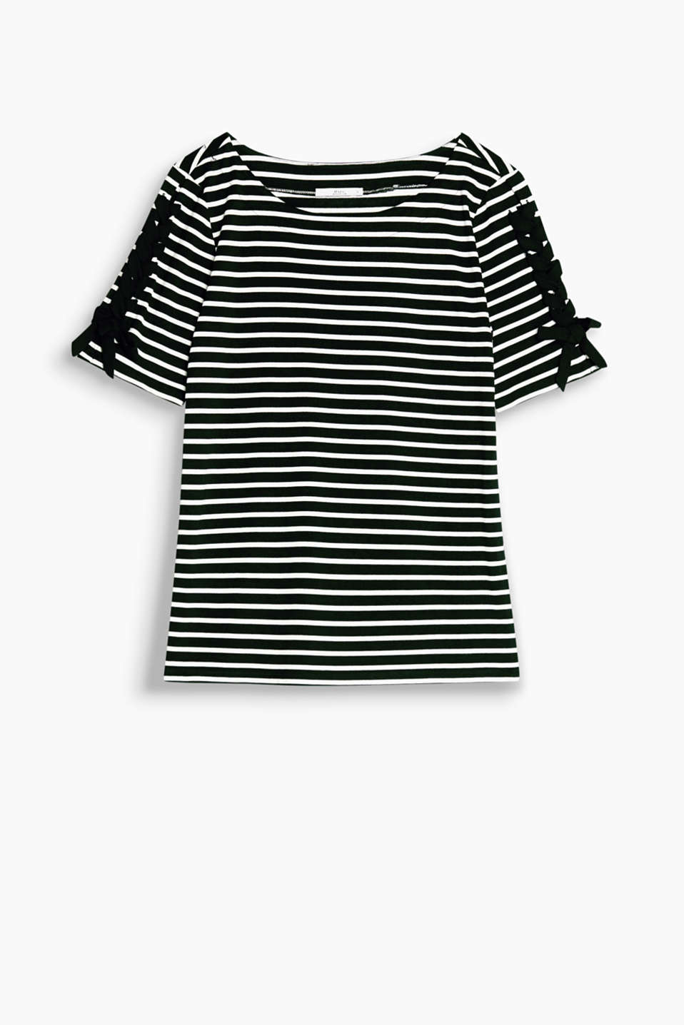 A perfect eye for detail: this soft striped top delights with the trendy lace-up effect on its sleeves.