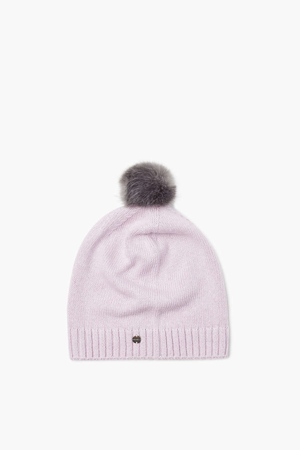 Warm and cool! The faux fur pompom makes this beanie extremely eye-catching.