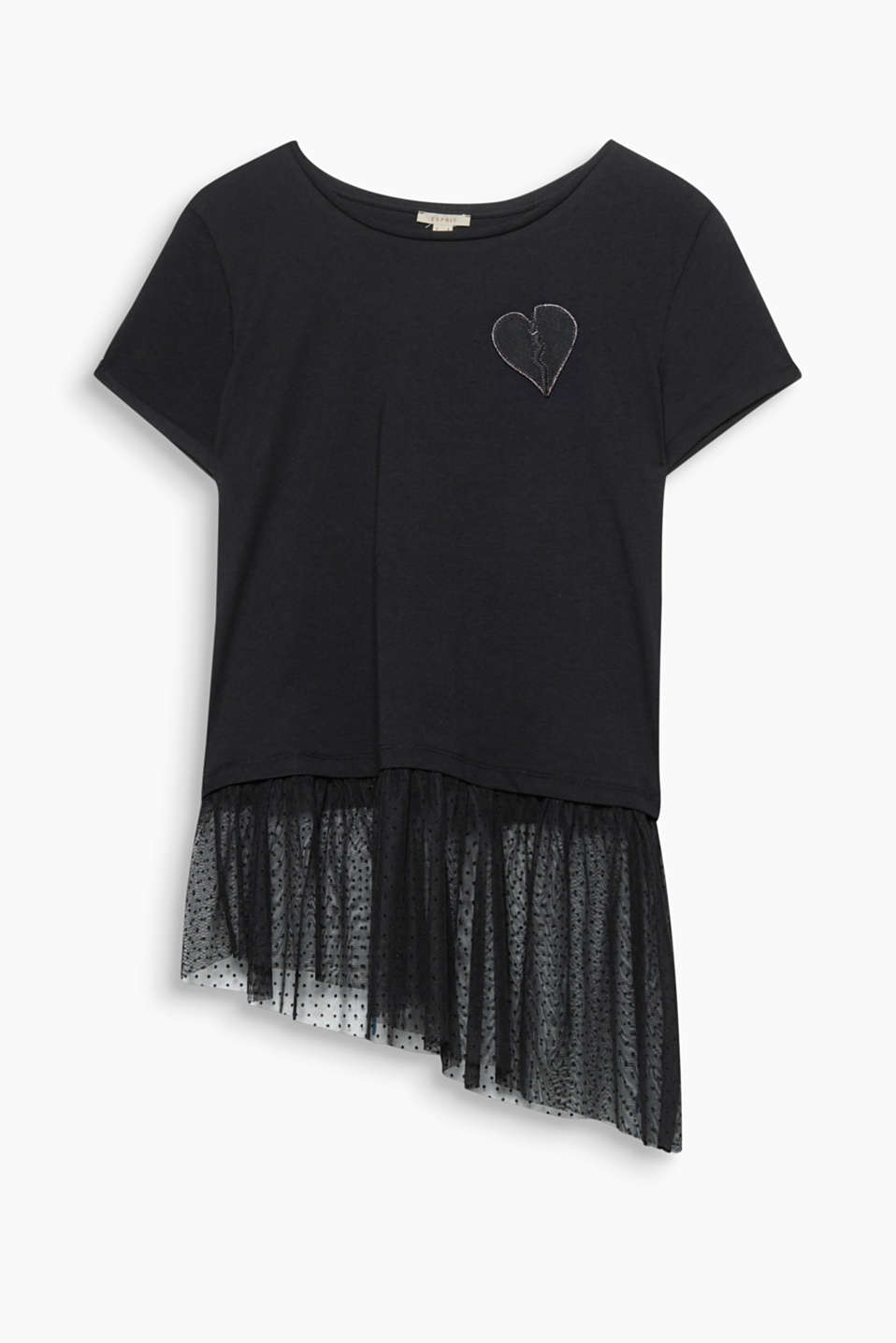 Feminine punk style: boxy T-shirt with an appliqué and an asymmetric polka dot tulle hem