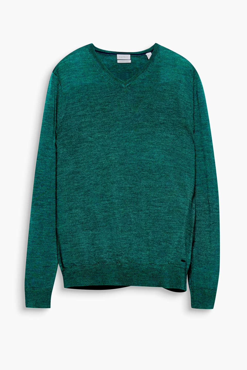 High-quality, fine-knit yarn composed of pure merino wool and exquisite details make this jumper a fashion classic.