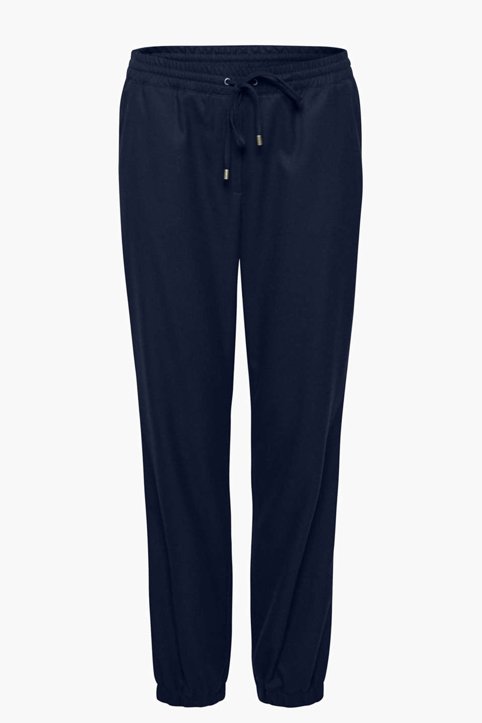 Super cool, super soft and super comfy: trousers in a trendy tracksuit bottom style