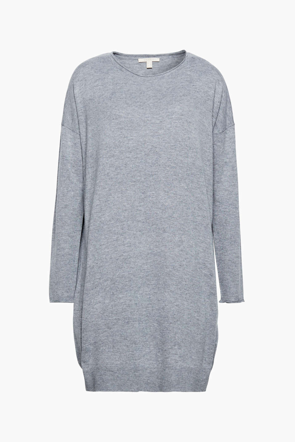 This dress in a loose fit is the perfect essential for winter in a fine knit with warm wool.