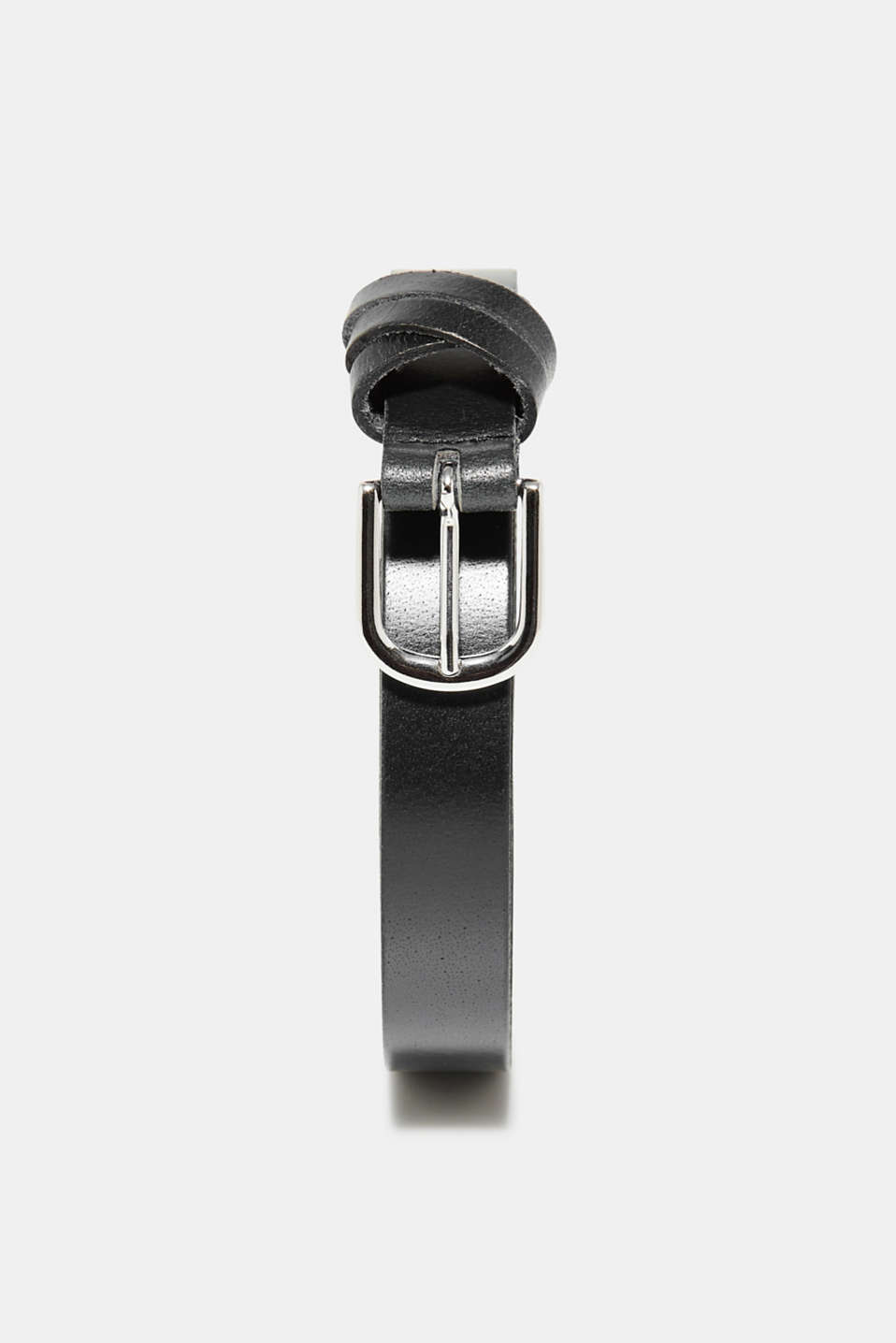The crossed-over leather loops make this 100% buffalo leather belt fashionably eye-catching.
