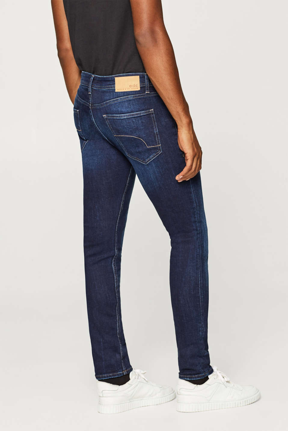 Stretch jeans in a light wash