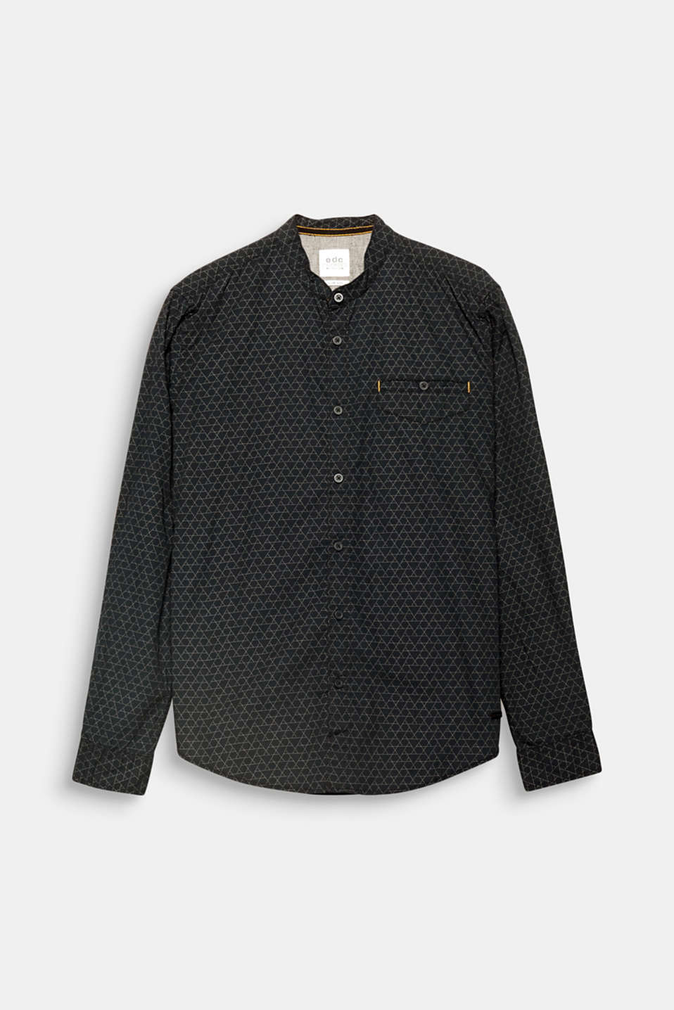 The fine geometric print adds head-turning style to this shirt.