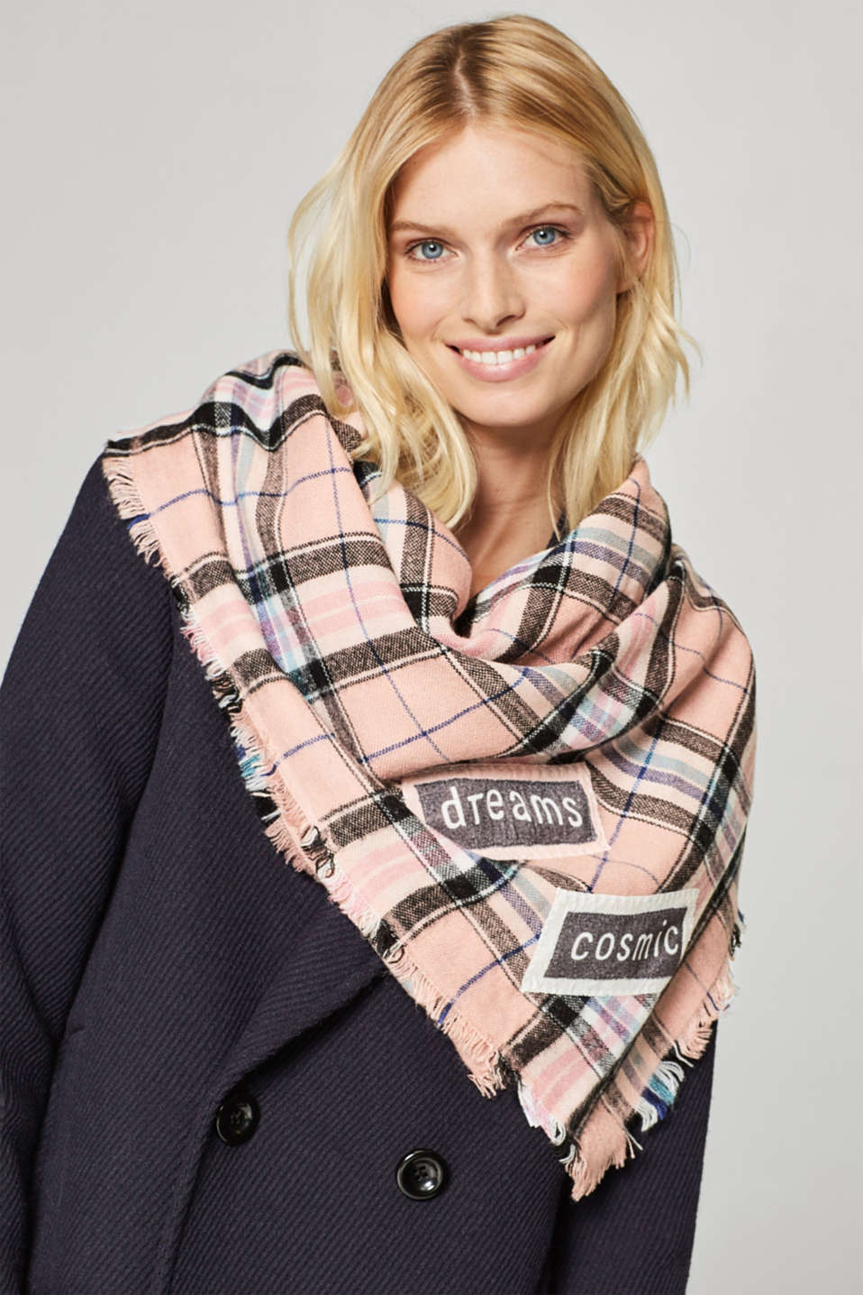 Woven scarf with check pattern and appliqué